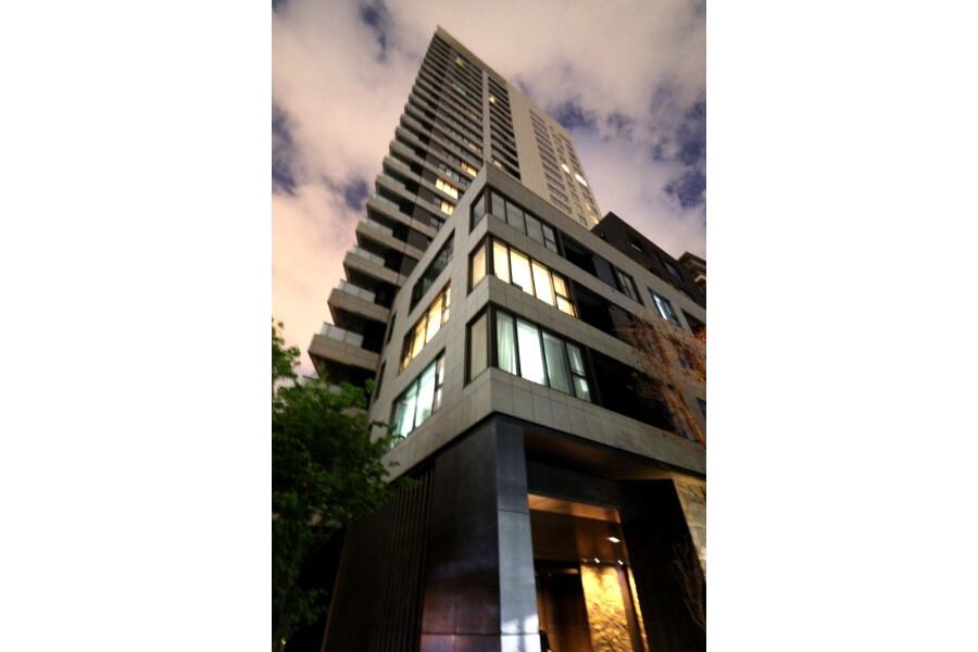 3LDK Apartment to Buy in Minato-ku Exterior