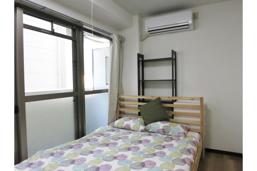 1K Apartment to Rent in Osaka-shi Minato-ku Bedroom