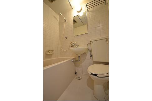 1DK Apartment to Rent in Minato-ku Toilet