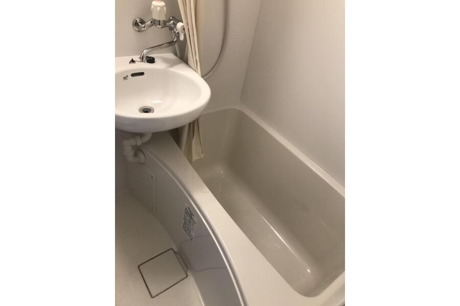 1R Apartment to Rent in Neyagawa-shi Bathroom
