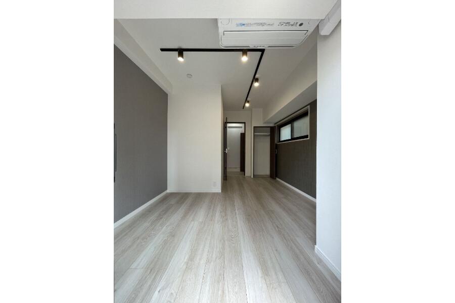 1K Apartment to Buy in Bunkyo-ku Living Room