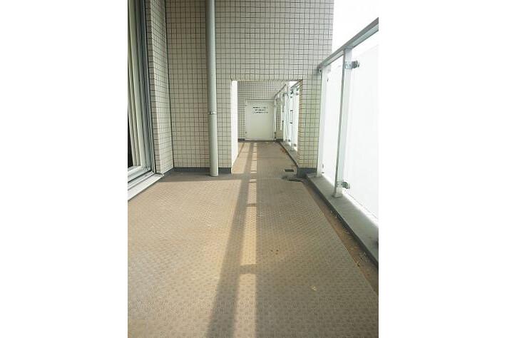 1LDK Apartment to Buy in Minato-ku Balcony / Veranda
