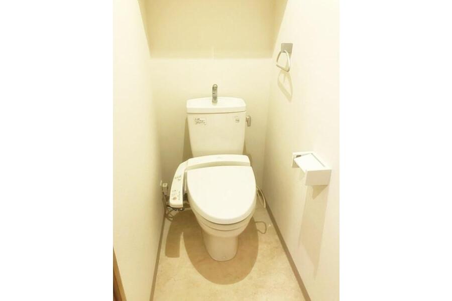 1LDK Apartment to Rent in Shinagawa-ku Toilet