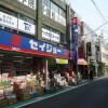 1K Apartment to Rent in Suginami-ku Drugstore