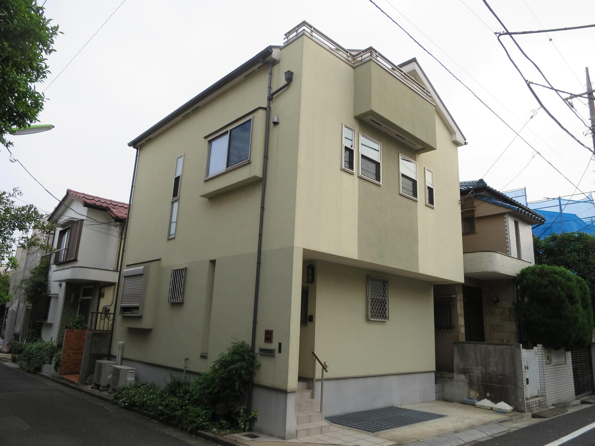 Whole building house akatsutsumi setagaya ku tokyo for Japan homes for sale