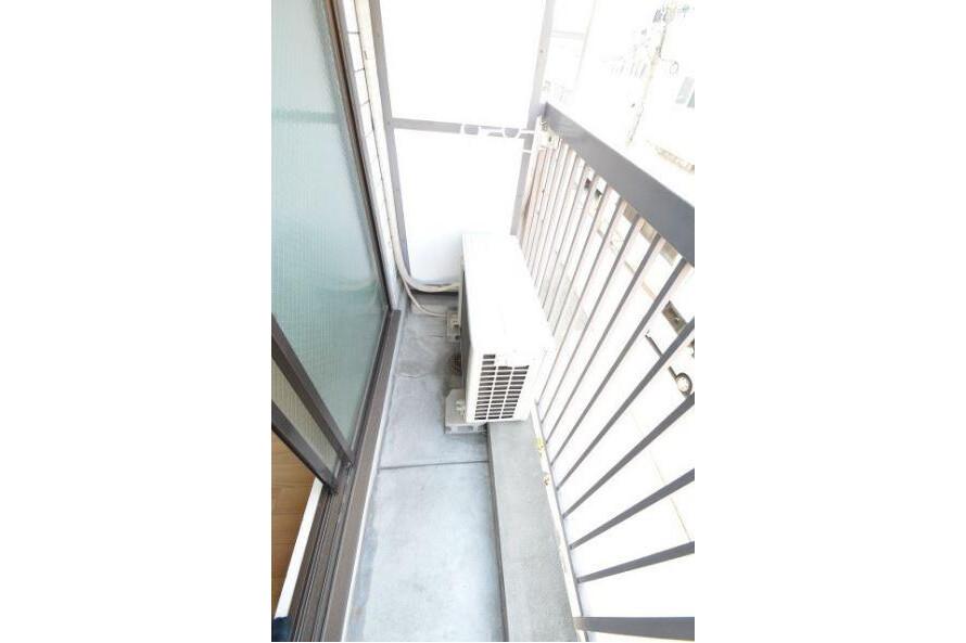 1R Apartment to Rent in Osaka-shi Higashisumiyoshi-ku Balcony / Veranda