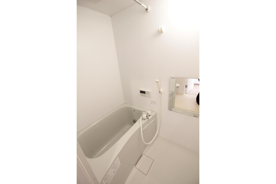 1R Apartment to Rent in Kawasaki-shi Tama-ku Bathroom