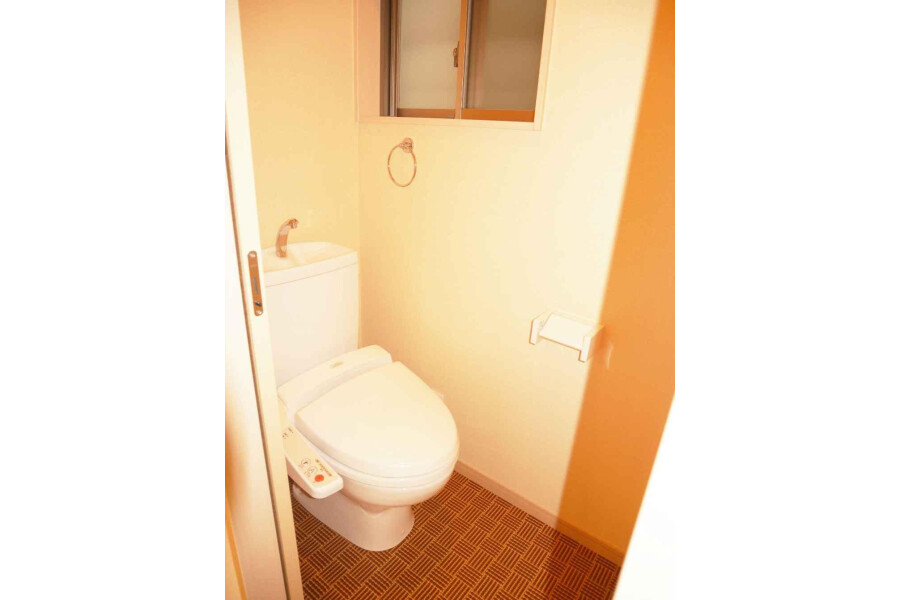 4LDK House to Buy in Kyoto-shi Higashiyama-ku Toilet