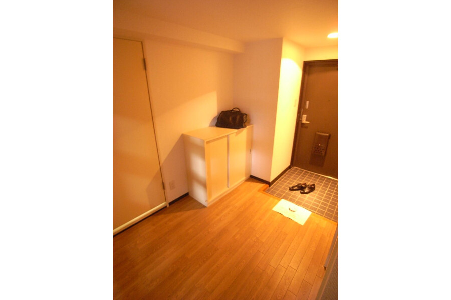 2LDK Apartment to Rent in Setagaya-ku Entrance