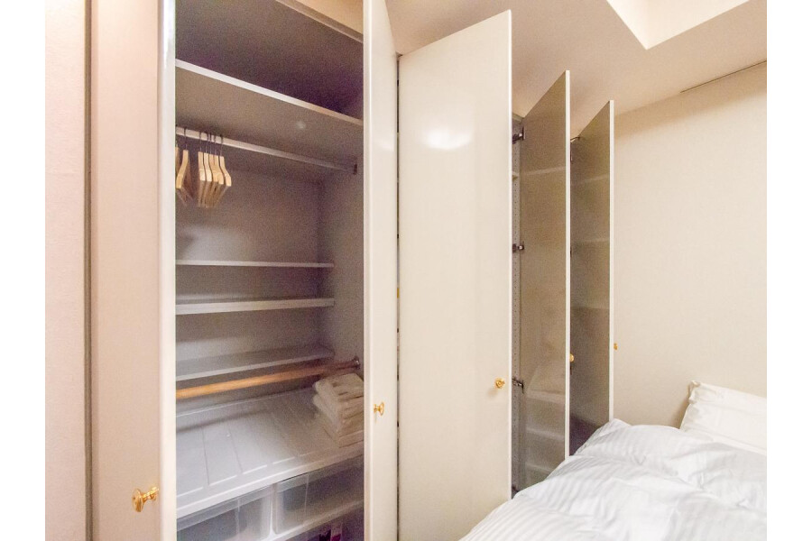 1LDK Apartment to Rent in Shinjuku-ku Storage