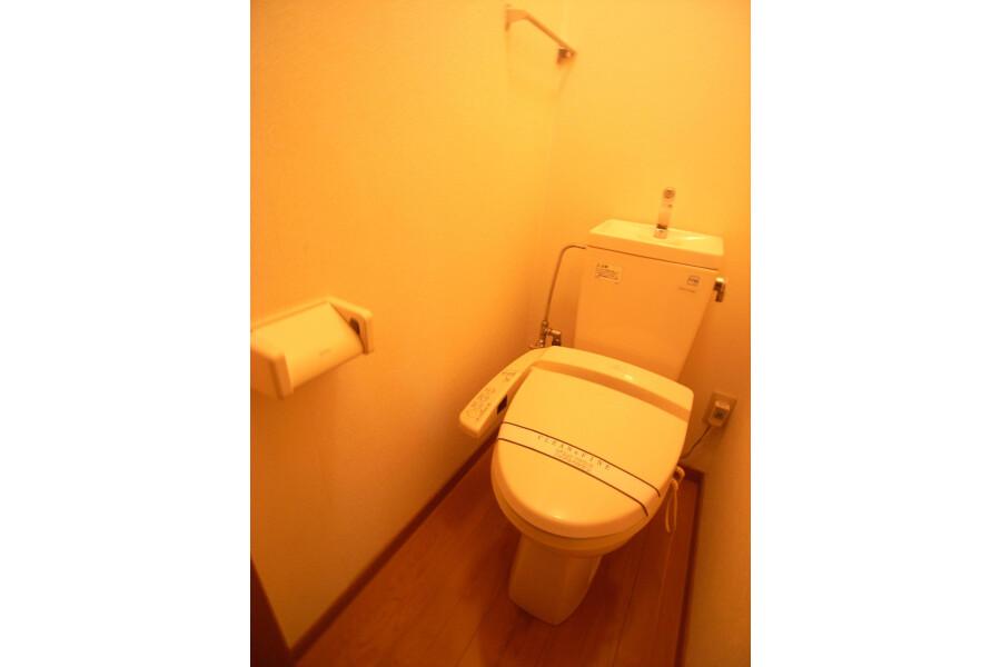 1R Apartment to Rent in Kawasaki-shi Miyamae-ku Toilet