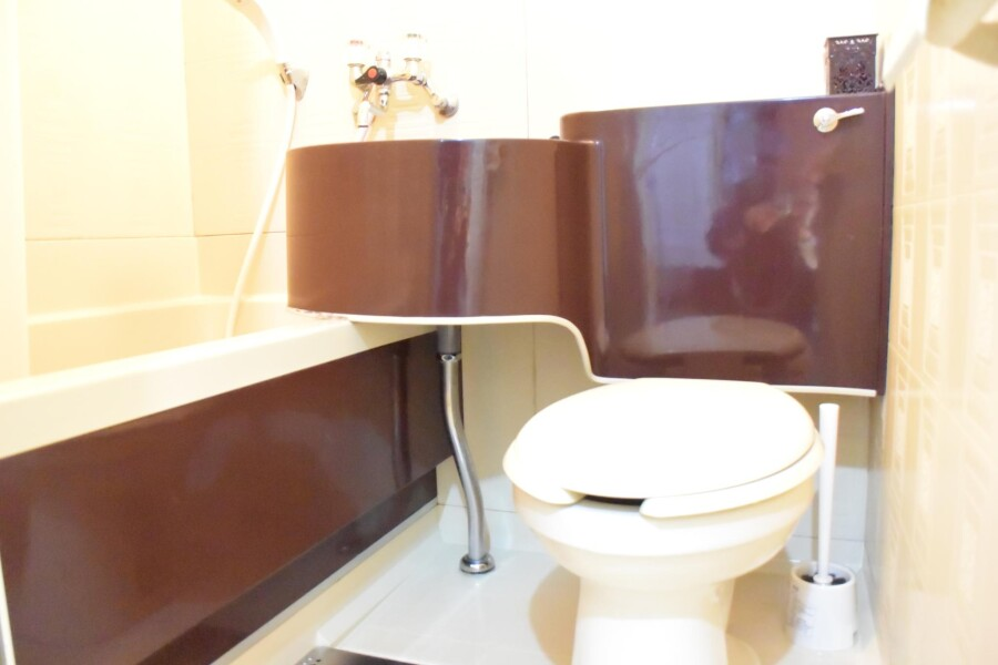 1K Apartment to Rent in Osaka-shi Higashinari-ku Bathroom