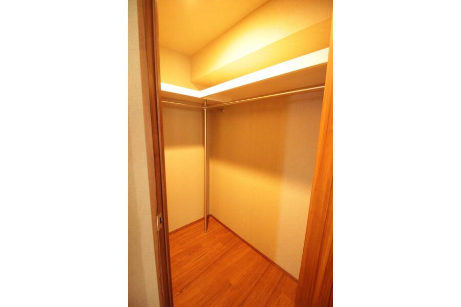 3LDK Apartment to Rent in Yokohama-shi Aoba-ku Outside Space