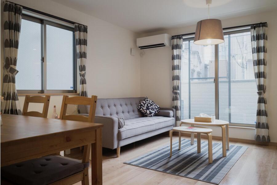 3LDK Apartment to Rent in Shibuya-ku Living Room