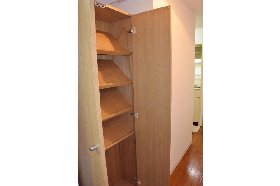 1K Apartment to Rent in Osaka-shi Naniwa-ku Outside Space