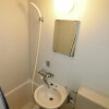 1K Apartment to Rent in Yokohama-shi Kanagawa-ku Bathroom