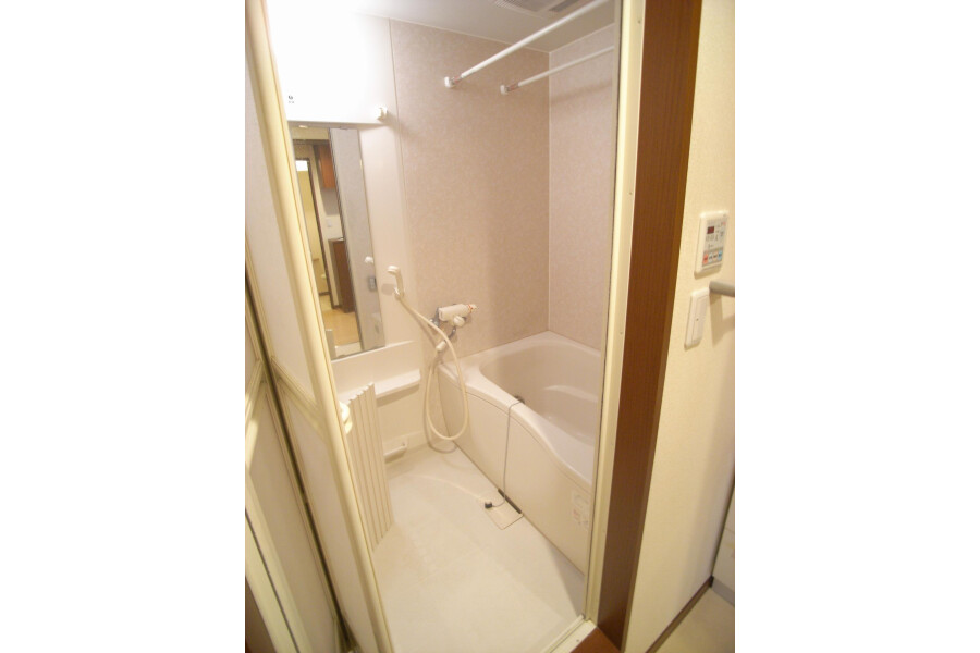1LDK Apartment to Rent in Setagaya-ku Bathroom