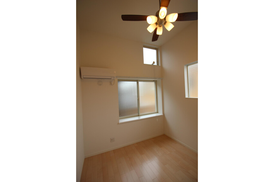 1K Apartment to Rent in Kawasaki-shi Tama-ku Living Room