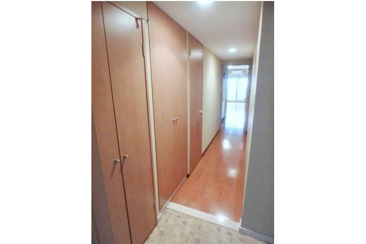 1K Apartment to Rent in Osaka-shi Chuo-ku Entrance