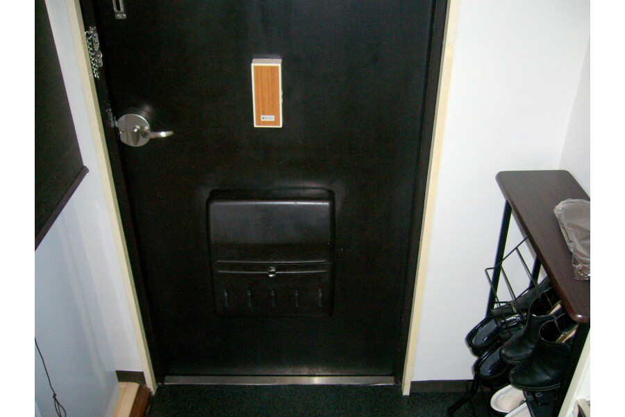 1R Apartment to Rent in Yokohama-shi Nishi-ku Entrance