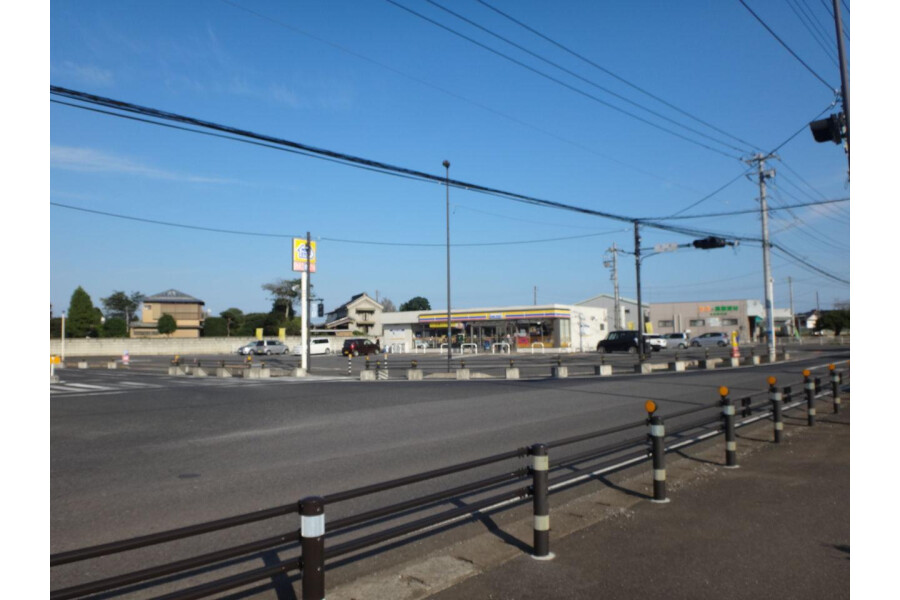 4LDK House to Buy in Yachimata-shi Convenience store