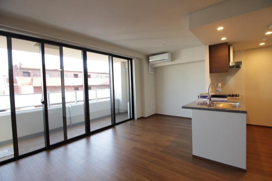 3LDK Apartment to Rent in Yokohama-shi Aoba-ku Living Room