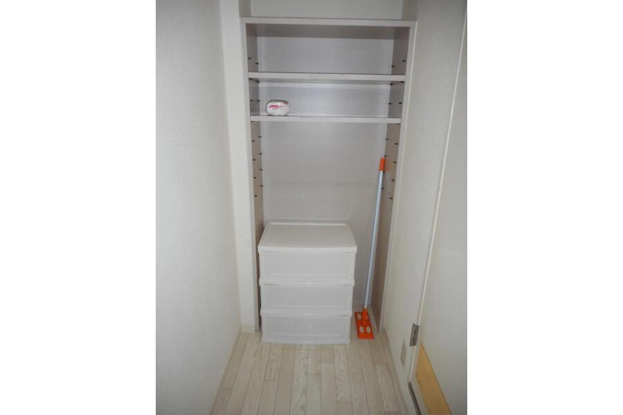 1R Apartment to Rent in Osaka-shi Chuo-ku Storage