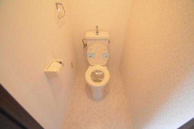 3LDK Apartment to Rent in Nagoya-shi Showa-ku Toilet