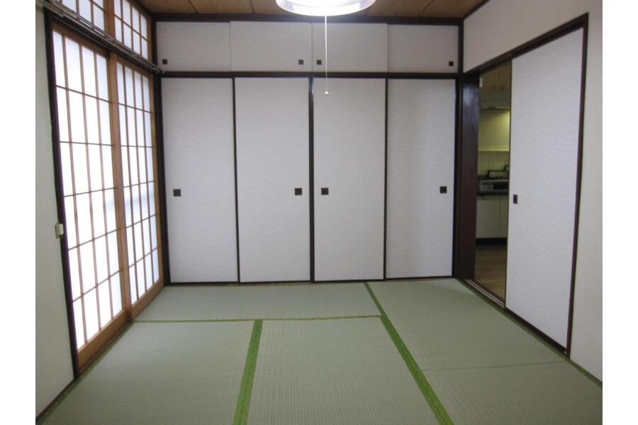 2DK Apartment to Rent in Shinjuku-ku Storage
