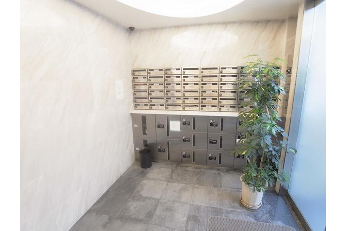1K Apartment to Rent in Shibuya-ku Entrance Hall