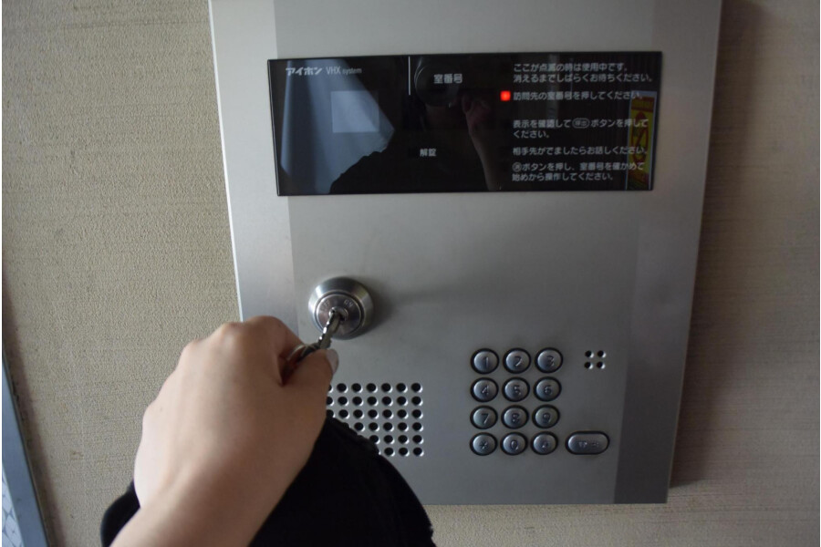 1R Apartment to Rent in Osaka-shi Chuo-ku Security