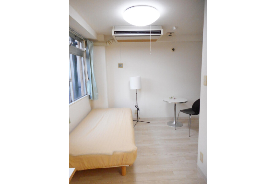 1R Apartment to Rent in Osaka-shi Chuo-ku Bedroom