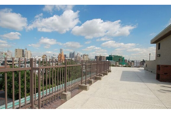 4LDK Apartment to Rent in Shibuya-ku Balcony / Veranda