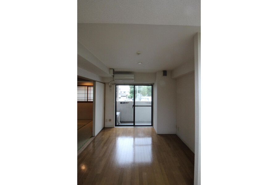 1DK Apartment to Rent in Katsushika-ku Living Room