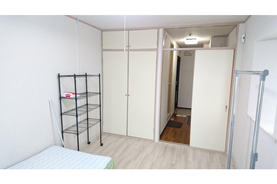 1K Apartment to Rent in Ibaraki-shi Living Room