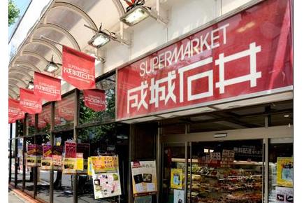 1K Apartment to Rent in Shinjuku-ku Shopping mall