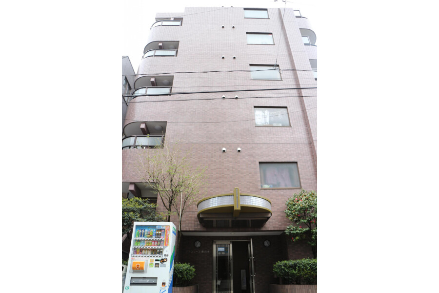 1K Apartment to Rent in Minato-ku Outlook