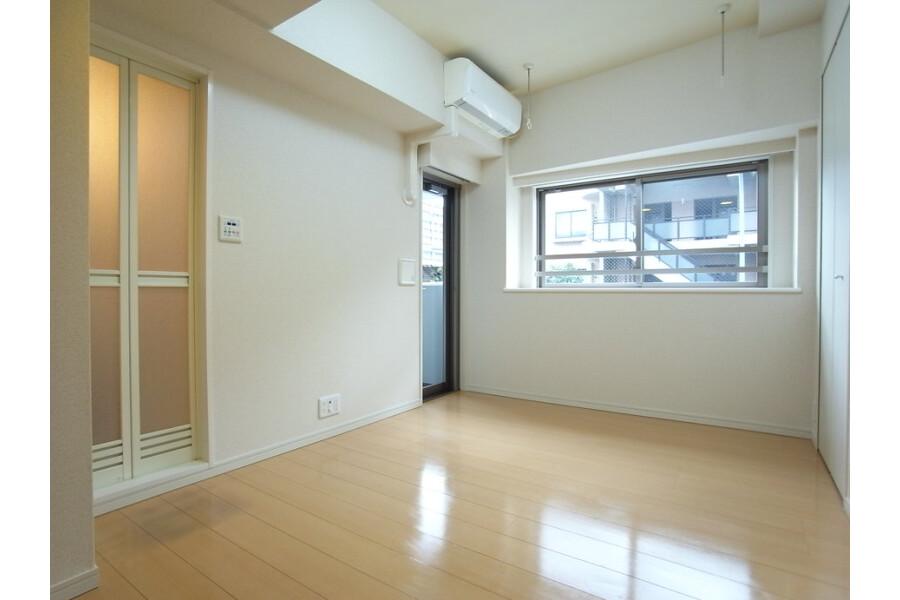 1R Apartment to Rent in Katsushika-ku Exterior