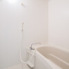 1K Apartment to Rent in Kobe-shi Chuo-ku Bathroom