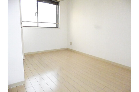 1LDK Apartment to Rent in Shinjuku-ku Interior