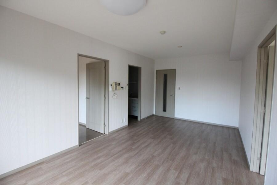 3LDK Apartment to Rent in Setagaya-ku Living Room