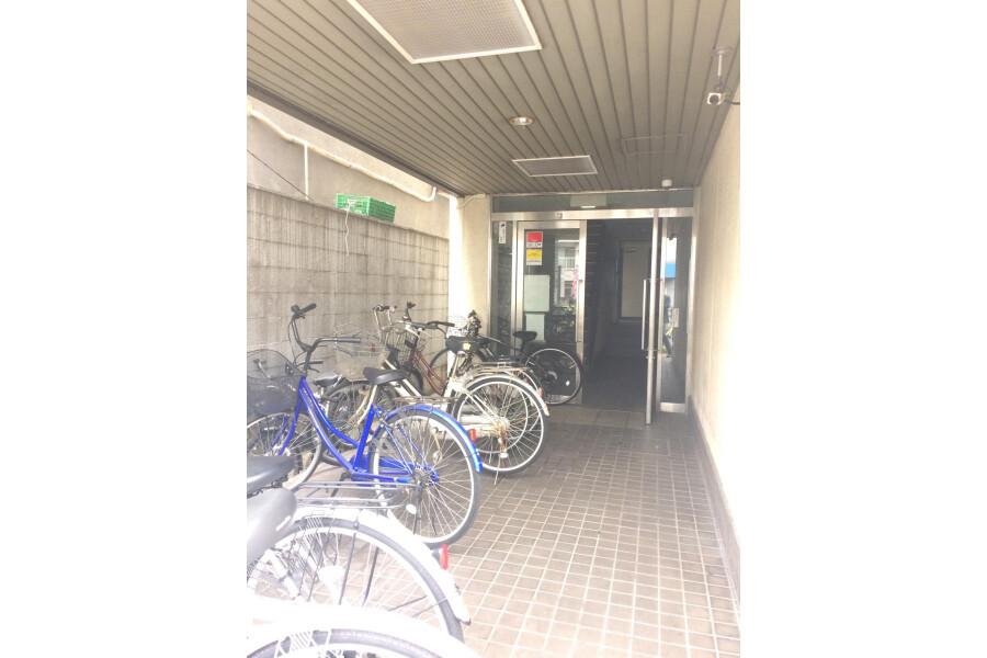 1K Apartment to Rent in Osaka-shi Higashiyodogawa-ku Entrance Hall