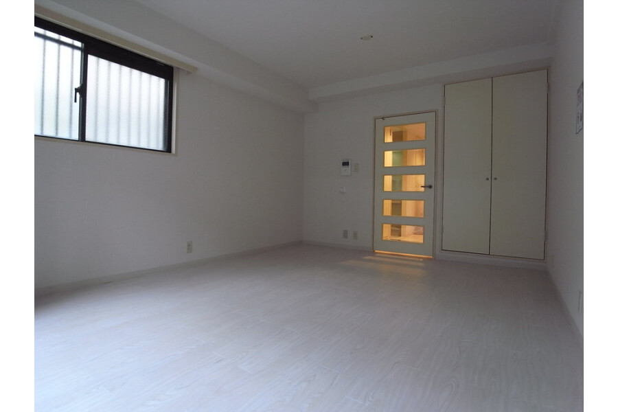 1K Apartment to Rent in Kawasaki-shi Nakahara-ku Exterior