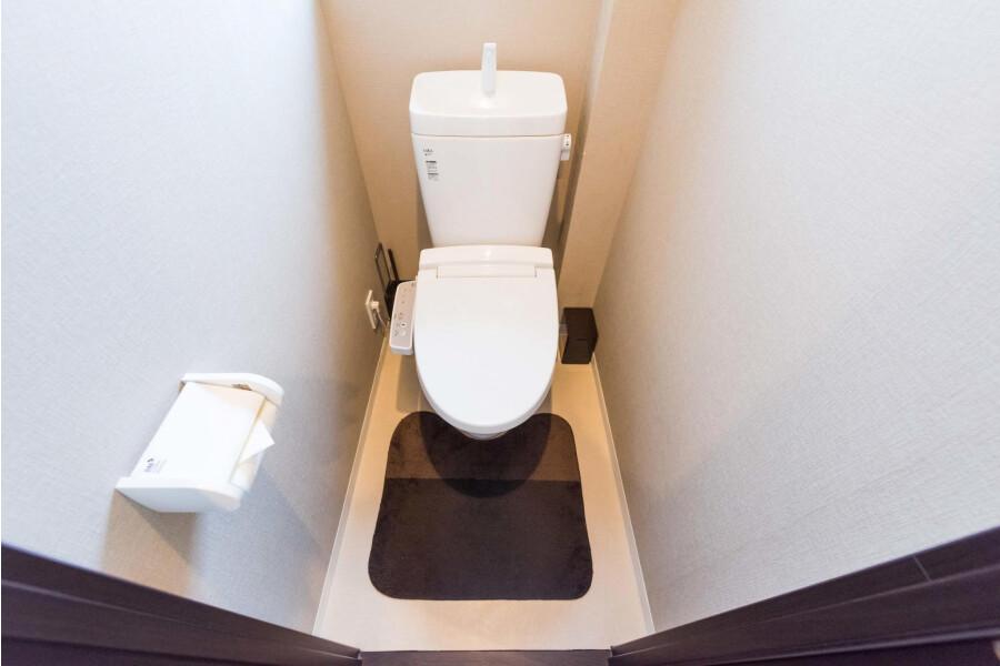2LDK Apartment to Rent in Taito-ku Toilet