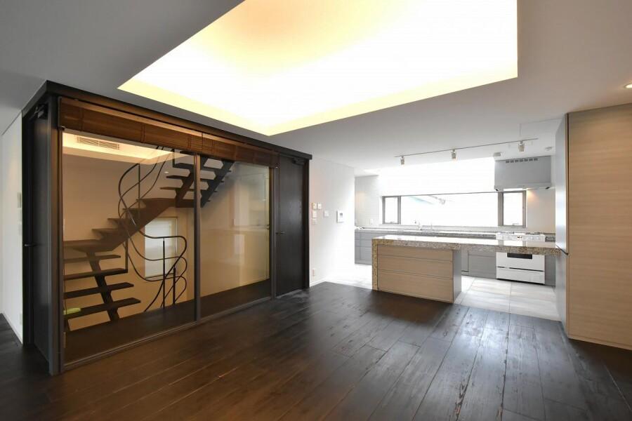 7LDK House to Buy in Shibuya-ku Living Room