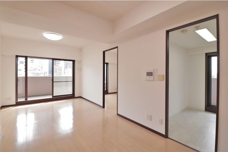 4LDK Apartment to Buy in Osaka-shi Fukushima-ku Living Room