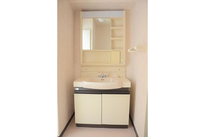 3LDK Apartment to Buy in Kyoto-shi Kamigyo-ku Washroom