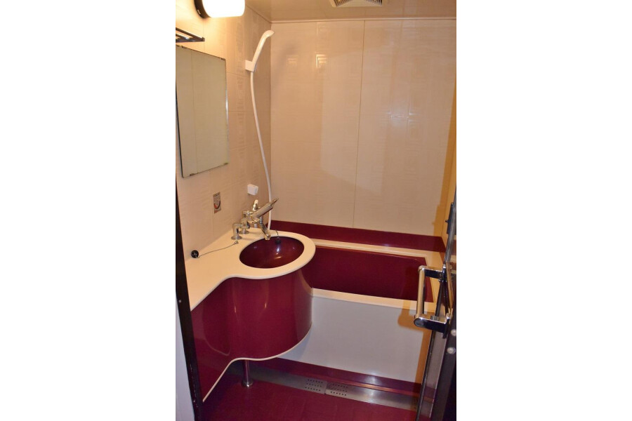 3DK Apartment to Rent in Osaka-shi Tennoji-ku Bathroom