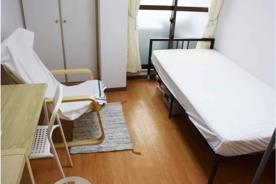 1R Apartment to Rent in Osaka-shi Joto-ku Living Room