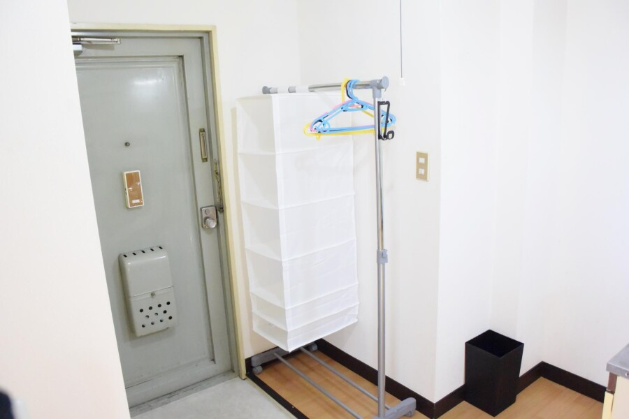 1K Apartment to Rent in Osaka-shi Higashinari-ku Entrance
